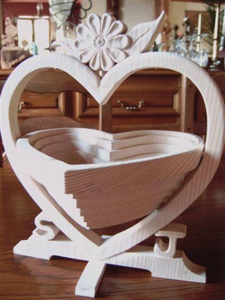 Au coin d 39 fandarix le bois c laur albums corbeille panier fleurs bois - Modele de coeur a decouper ...
